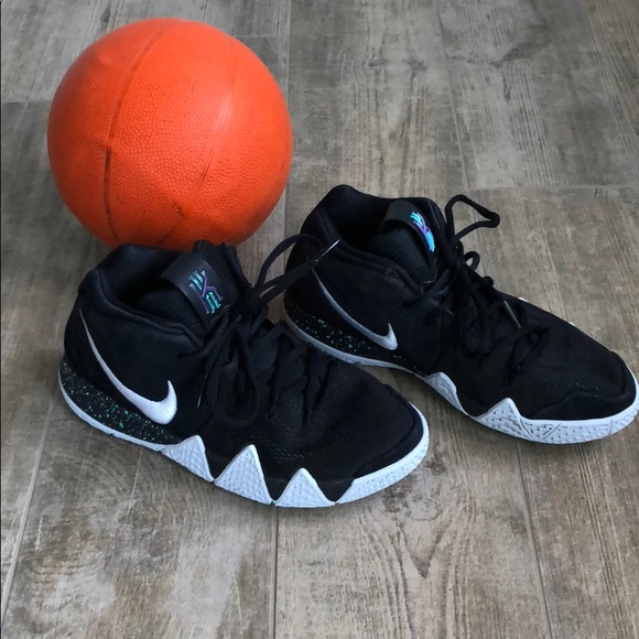 best service 7c0b8 338ed Nike Kyrie 4 Big Kids Basketball Shoes
